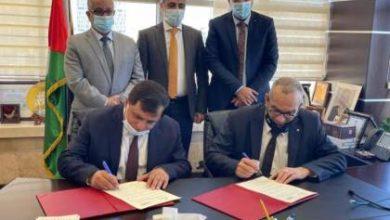Photo of توقيع اتفاقية إعادة تفعيل بنك البريد بين وزارتي الاتصالات والمالية تحت رعاية سلطة النقد